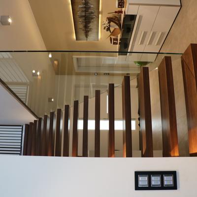 Freitragende Treppe mit Glas