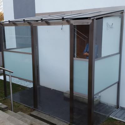 Eingangsüberdachung aus Edelstahl