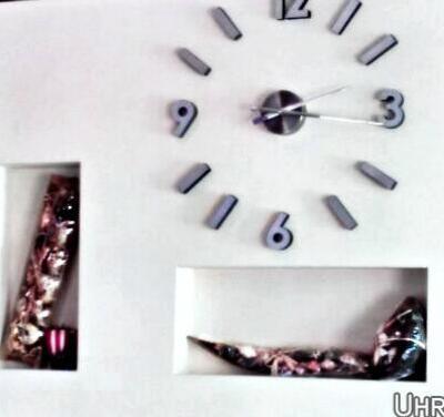 Uhr aus Holz mit Edelstahlziffern